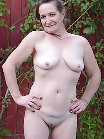 Saggy tits GILF works out for a bit and fingers herself outdoors